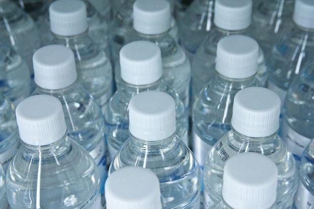 Flaskevand (billede fra www.flickr.com/photos/stevendepolo/)