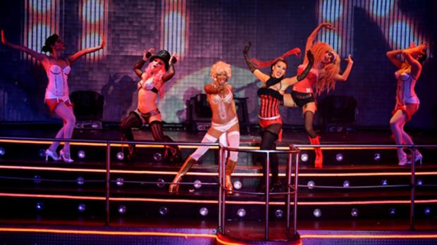 coco-bongo-show-moulin-rouge02